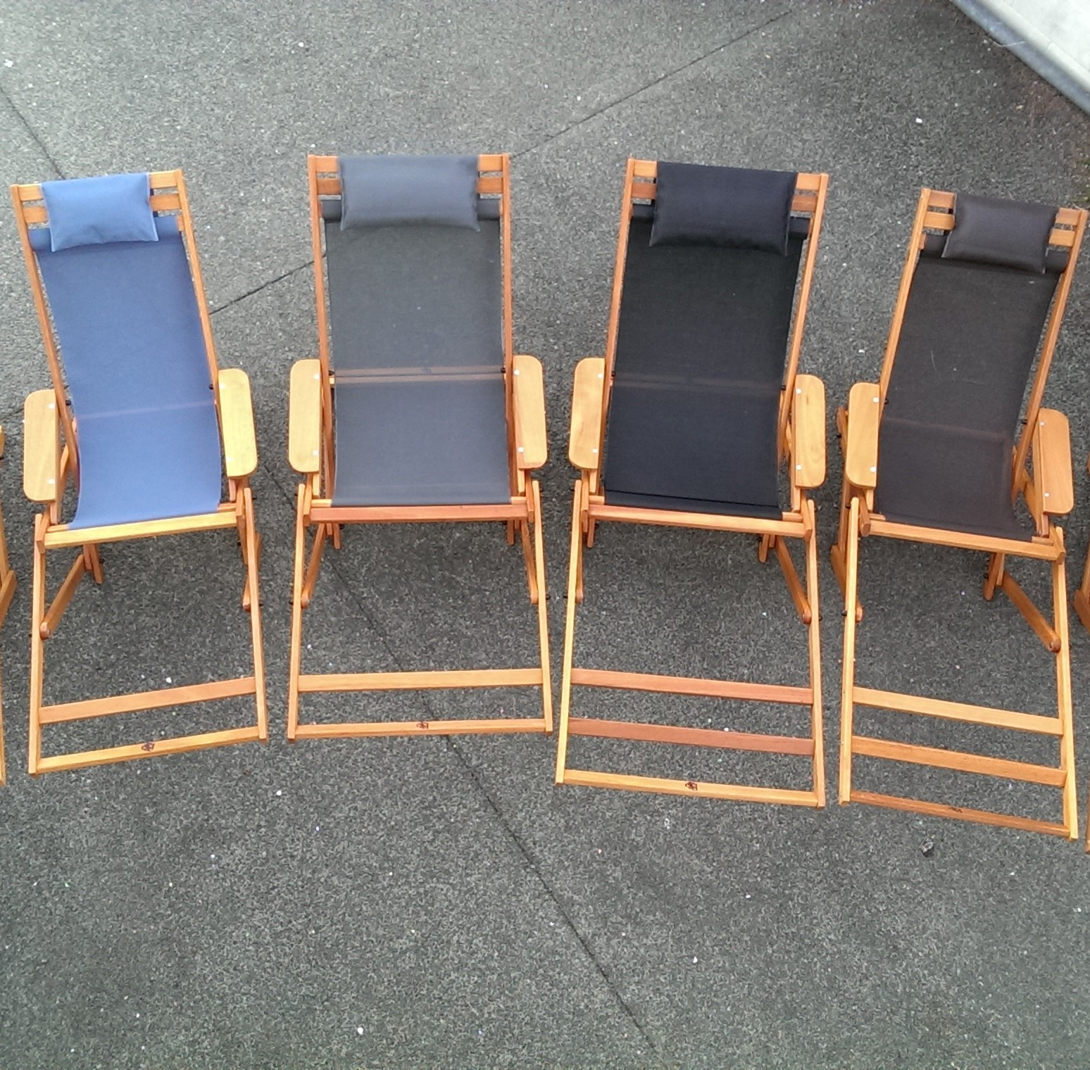 D The Broad Deluxe Lounger